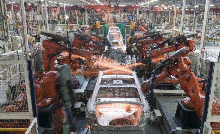 La industria se hundió 5% en mayo y afecta al empleo