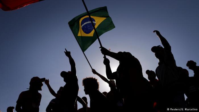 Brasil a la calle, a favor y en contra de Rousseff
