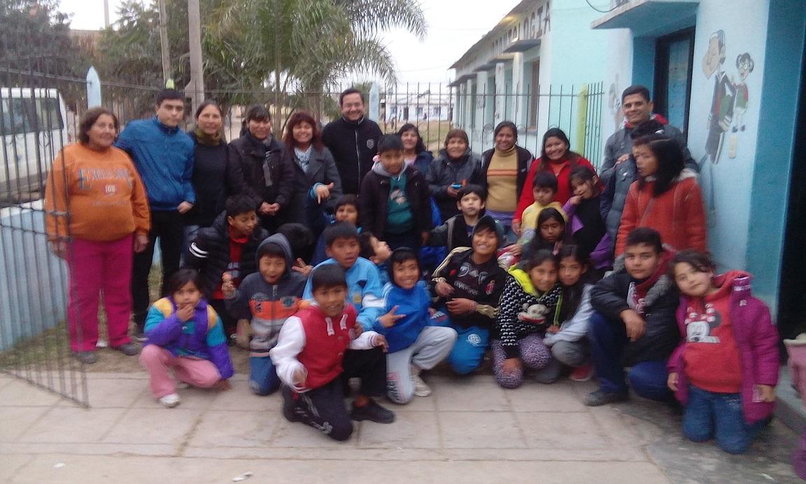 Madres y niños de la Copa de Leche Inti Gua Gua de la Tupac compartieron una tarde de Cine