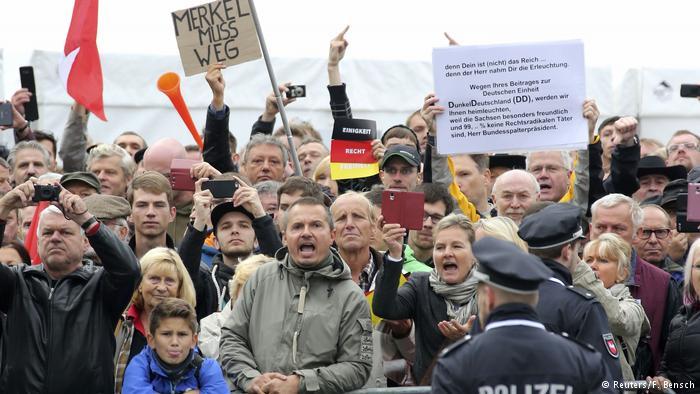 Angela Merkel es recibida con insultos en Dresde