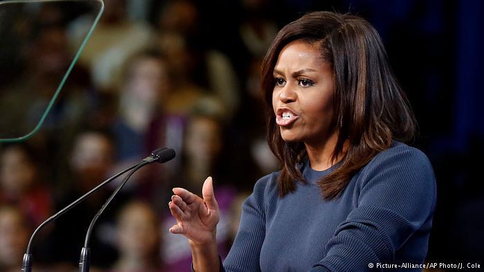 """Michelle Obama a Trump: """"no puedes dejar en suspenso la democracia estadounidense"""" Horas antes, el presidente Barack Obama había calificado de peligrosa la actitud del magnate en un mitin en Miami."""