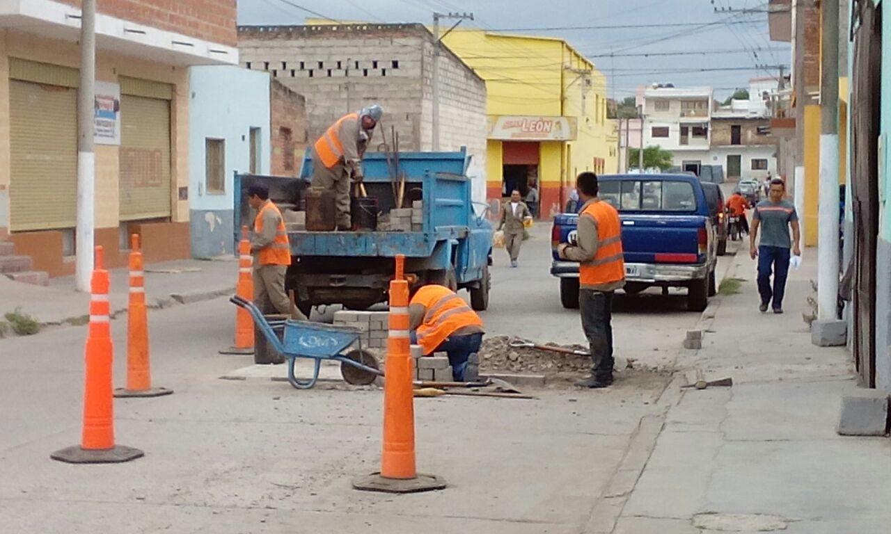 Municipalidad de Perico acelera las reparaciones de calles de zona céntrica