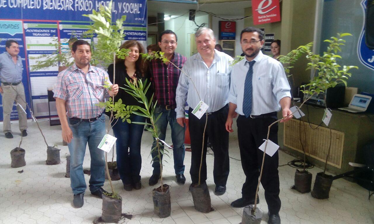 Entregaron especies vegetales a los colegios primarios y secundarios de Perico