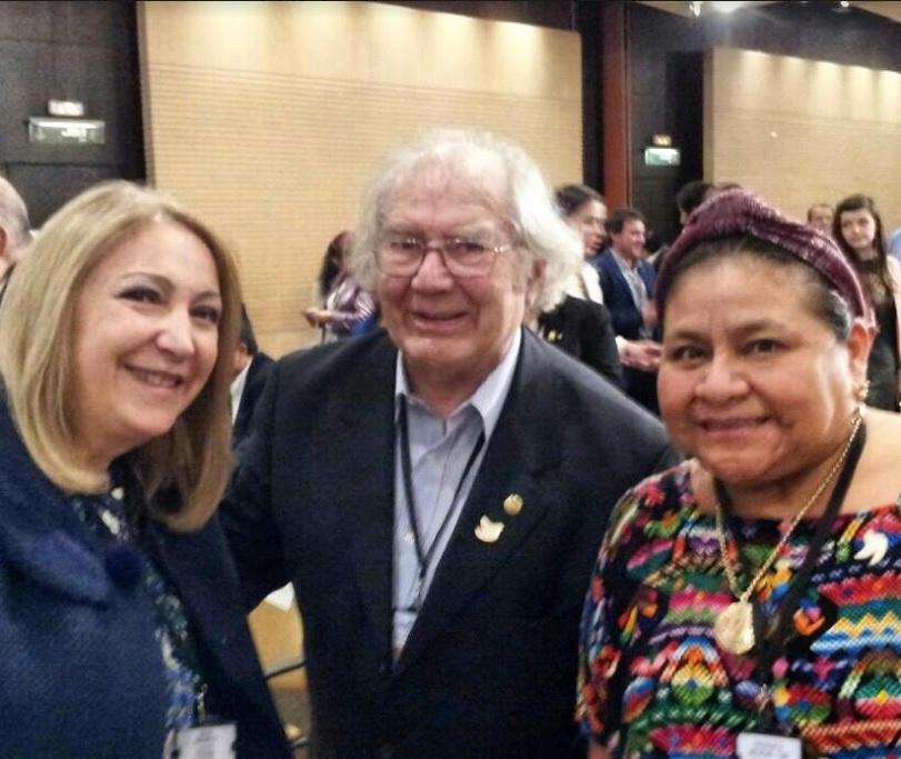 La senadora Giacoppo junto a Pérez Esquivel y Rigoberta Menchú