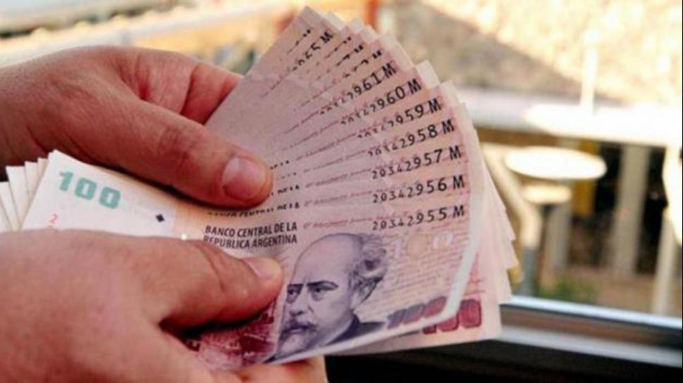 Nación evalúa ayudar a las provincias con el bono de fin de año
