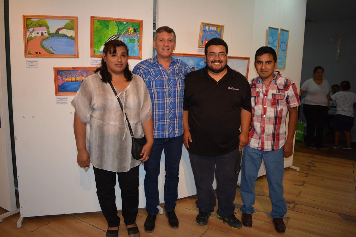 Exposición de pinturas de los talleres municipales