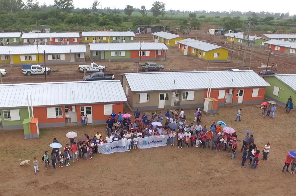 Ledesma entregó otras 100 casas en El Talar