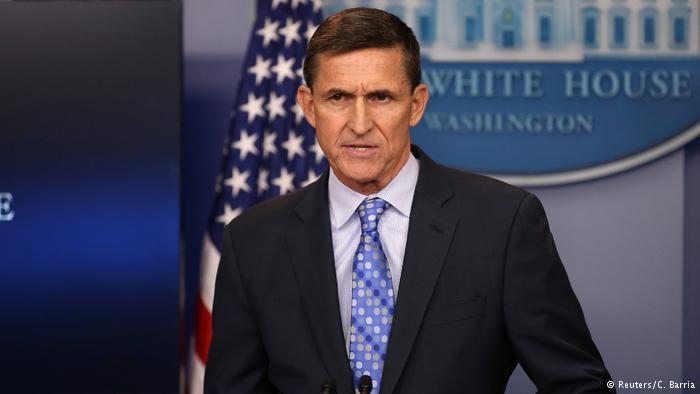 Renuncia el asesor de seguridad de Trump por mentir sobre contactos con el Kremlin