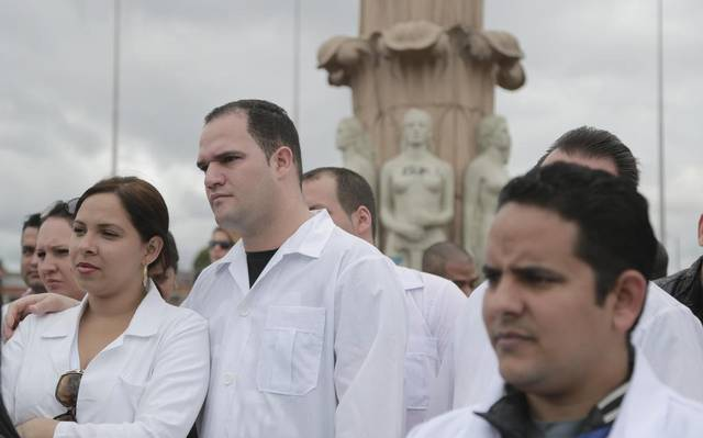EEUU otorga visas a médicos cubanos varados en Colombia