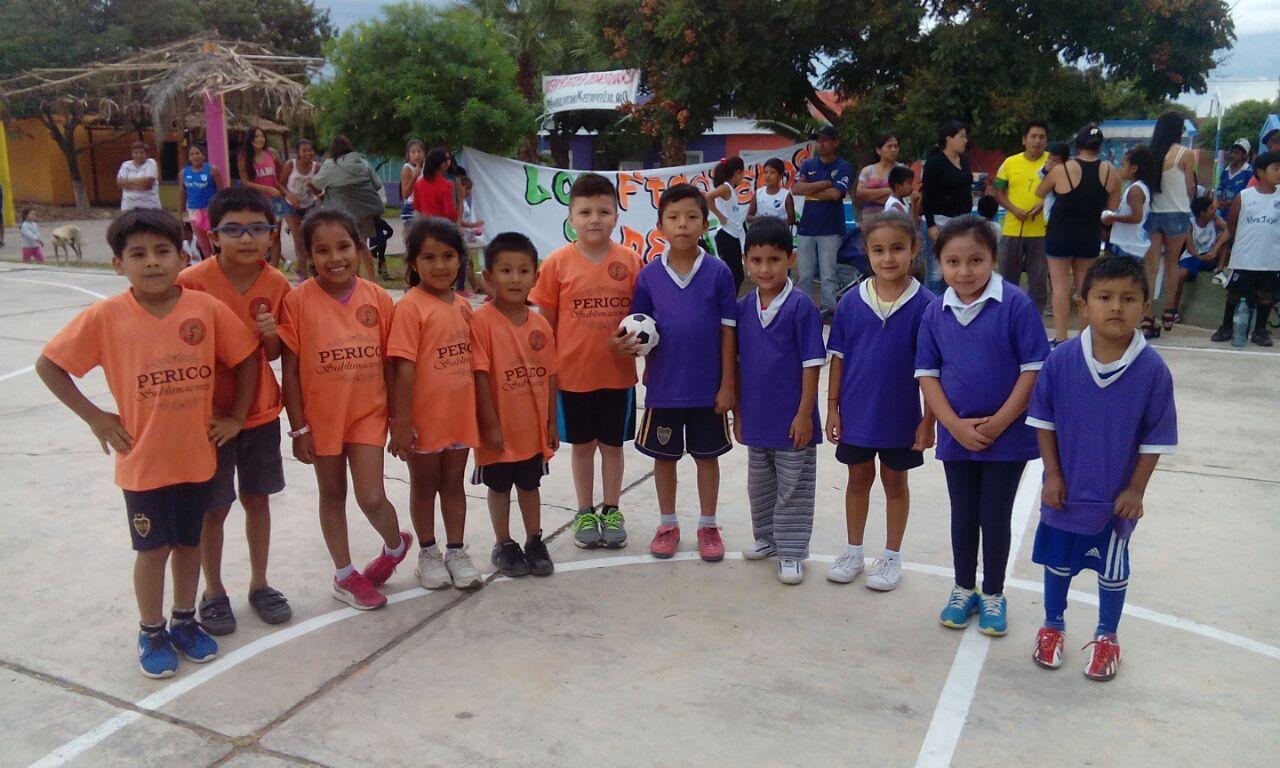 El Complejo Social, Cultural y Deportivo «Los Periquitos» ofrece clases de natación y acuagym