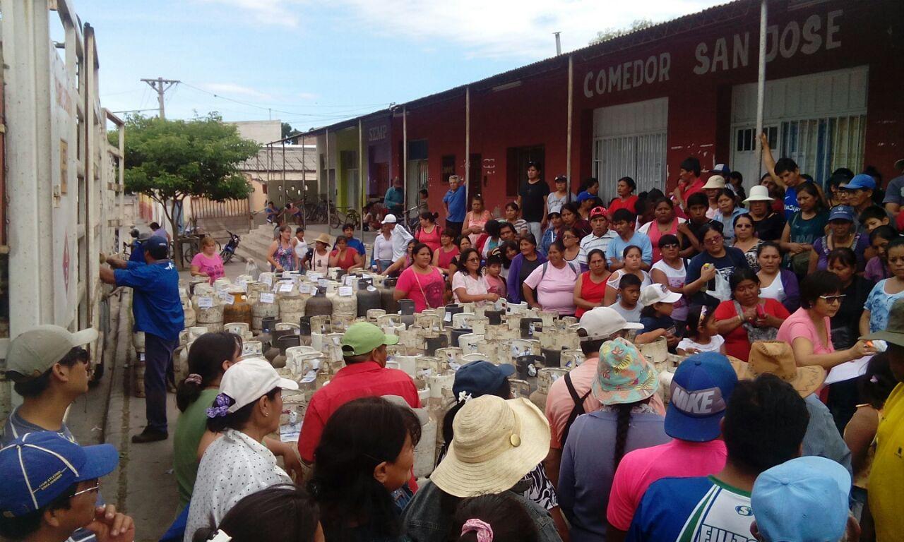 Perico entregó 240 garrafas sociales