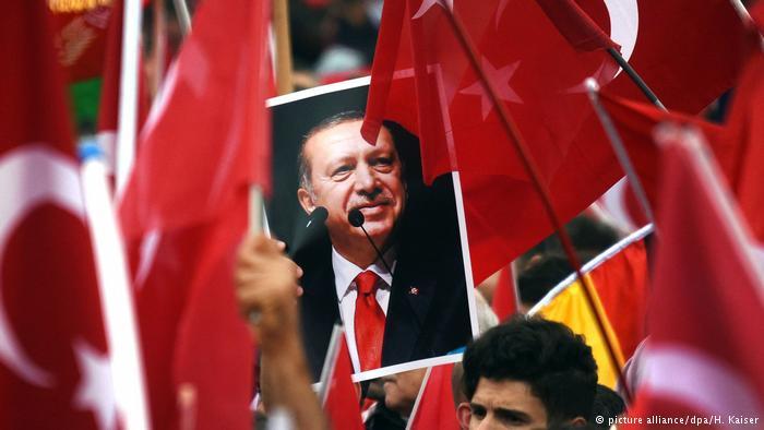 Turquía dice que Alemania «debe aprender a comportarse»