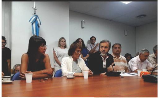 Diputados de la oposición amenazan con convocar a sesión especial por el reclamo docente