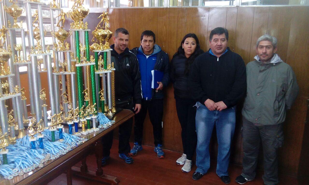 Trofeos para la Liga Infantil de Fútbol de Perico
