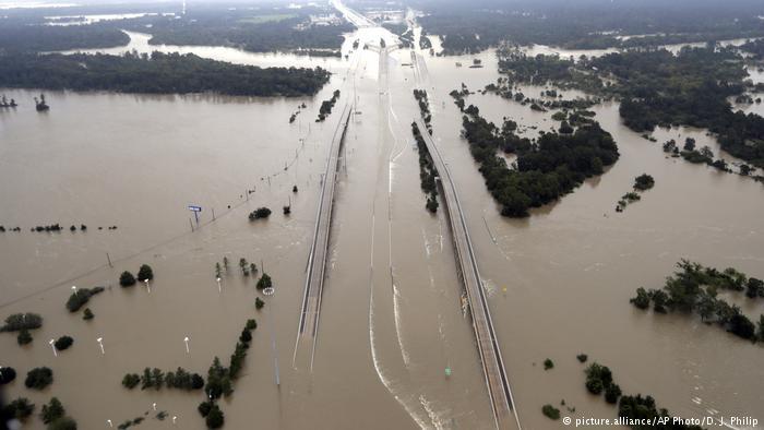 EE.UU: cien mil viviendas afectadas por «Harvey»