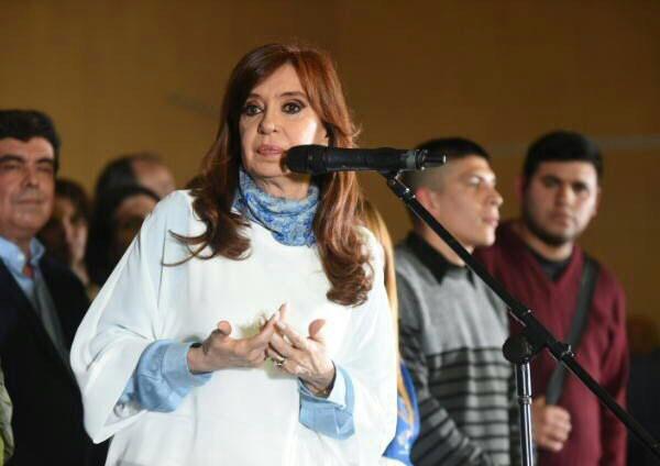 En el cierre de campaña, Cristina llamó a votar para frenar al Gobierno