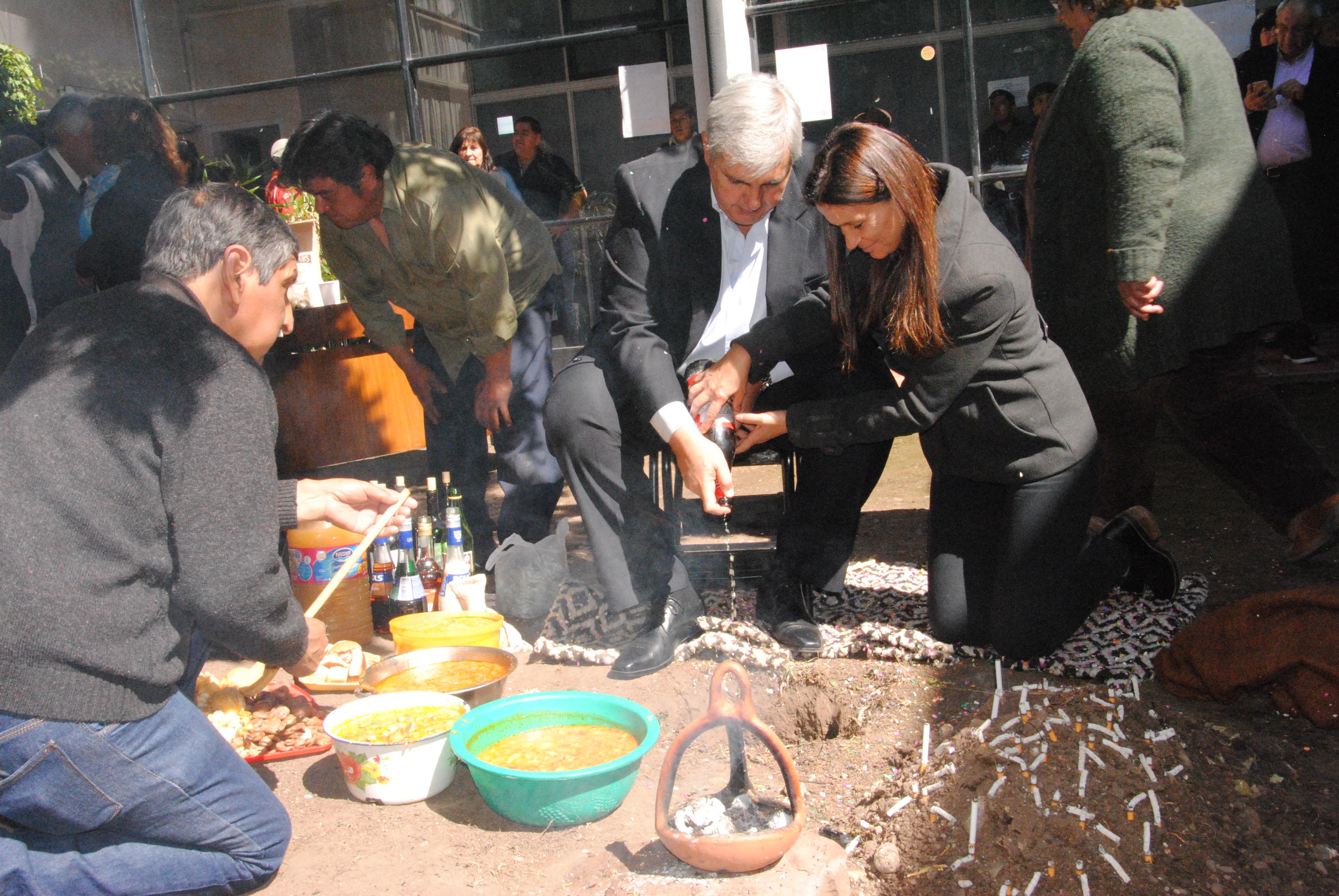Se realizó la ceremonia a La Pachamama en La Legislatura