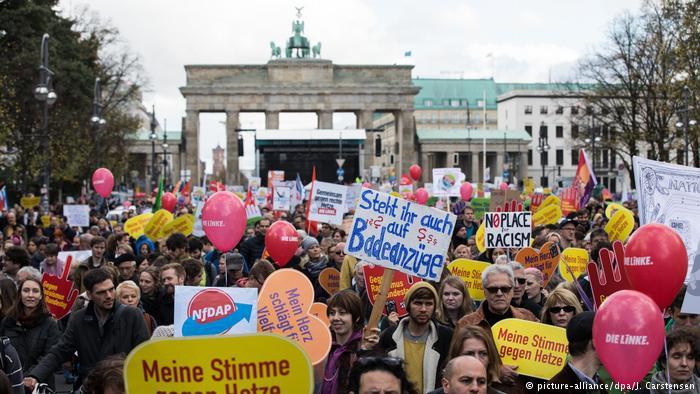 Miles toman las calles en Alemania «contra el racismo y el odio en el Parlamento»