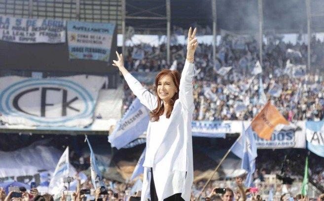 """Cristina cerró campaña fustigando a Macri: """"Su única lealtad es a los grupos concentrados"""""""