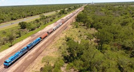 Por primera vez en la historia del FFCC Belgrano se transportaron 100 vagones juntos