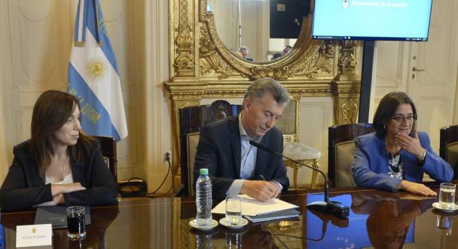 Macri pidió contener los sueldos de estatales, para que no presionen al sector privado