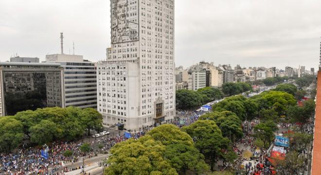 Impactante movilización en la 9 de Julio en rechazo a la reforma previsional