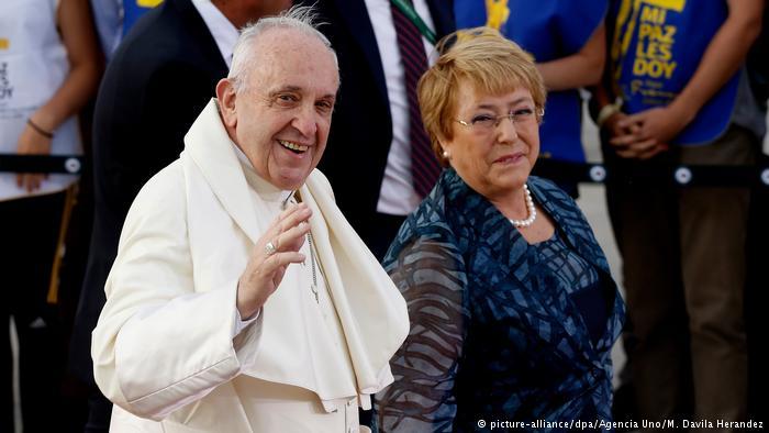 Francisco se reúne con Bachelet y oficiará misa masiva