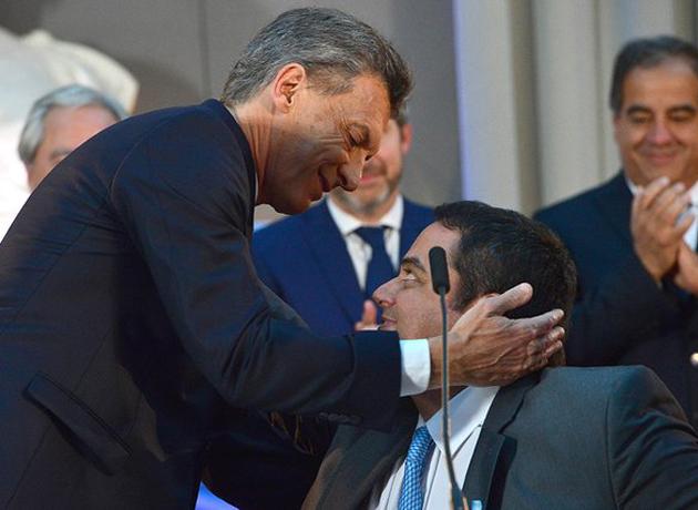 Macri salió a «bancar» a Triaca, pero echará a todos sus familiares del Estado