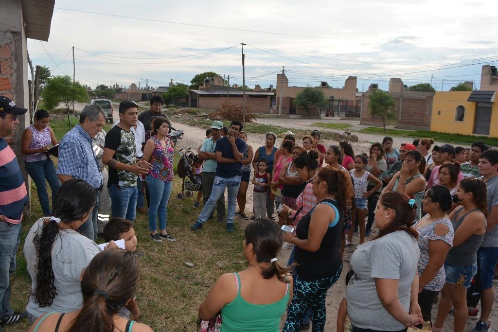 Reuniones para regularizar los lotes de barrio 48 Viviendas