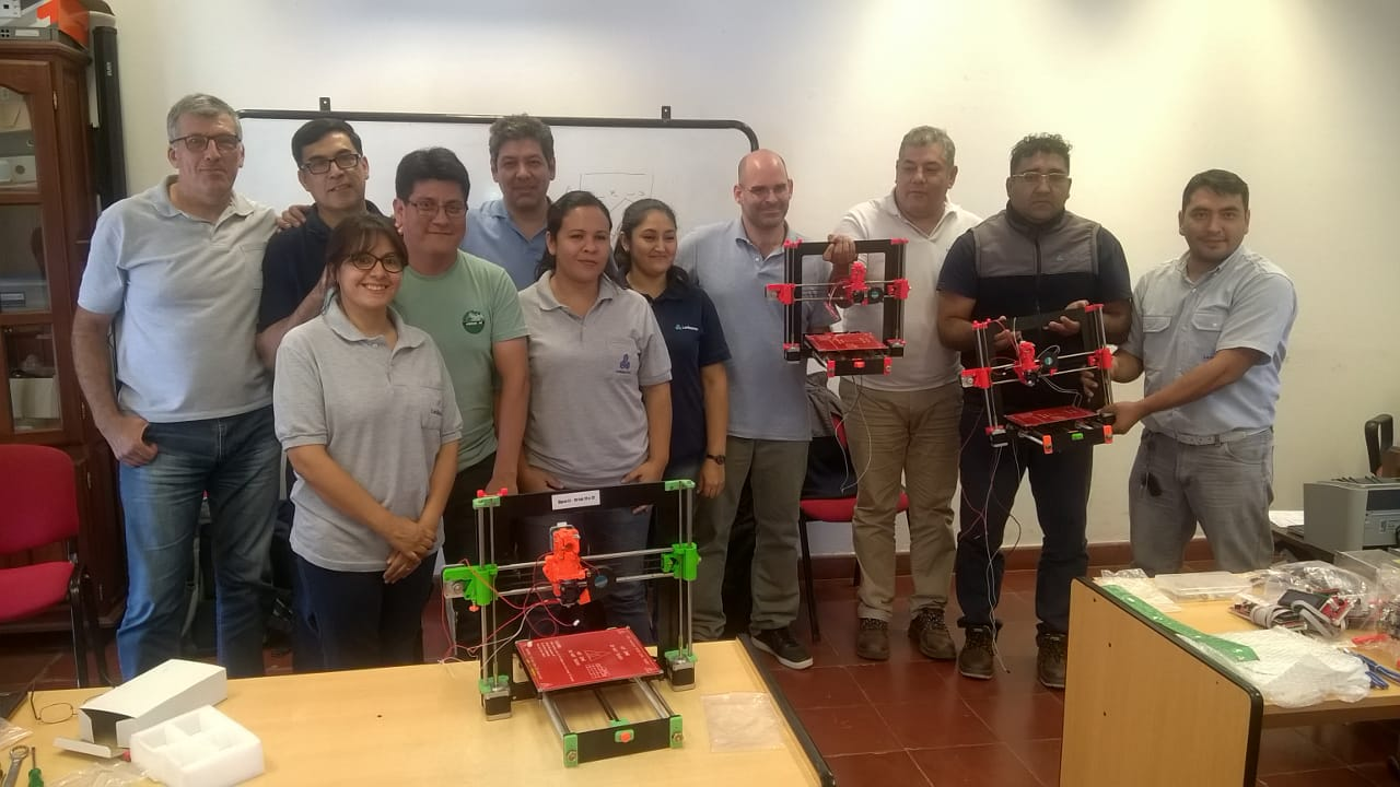 Docentes de Ledesma se capacitan sobre impresoras 3D