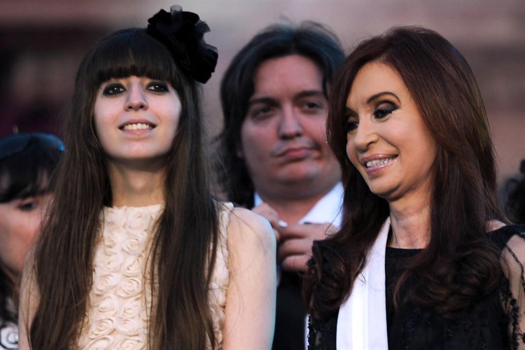Hotesur: procesaron a Cristina Kirchner y a sus dos hijos por lavado de dinero