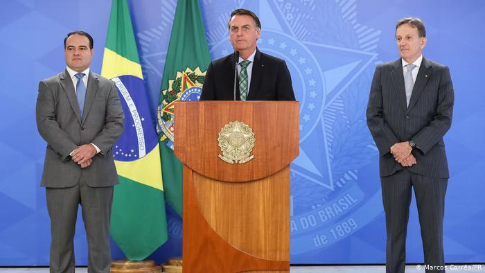 Bolsonaro revoca decretos que flexibilizaban tenencia y porte de armas