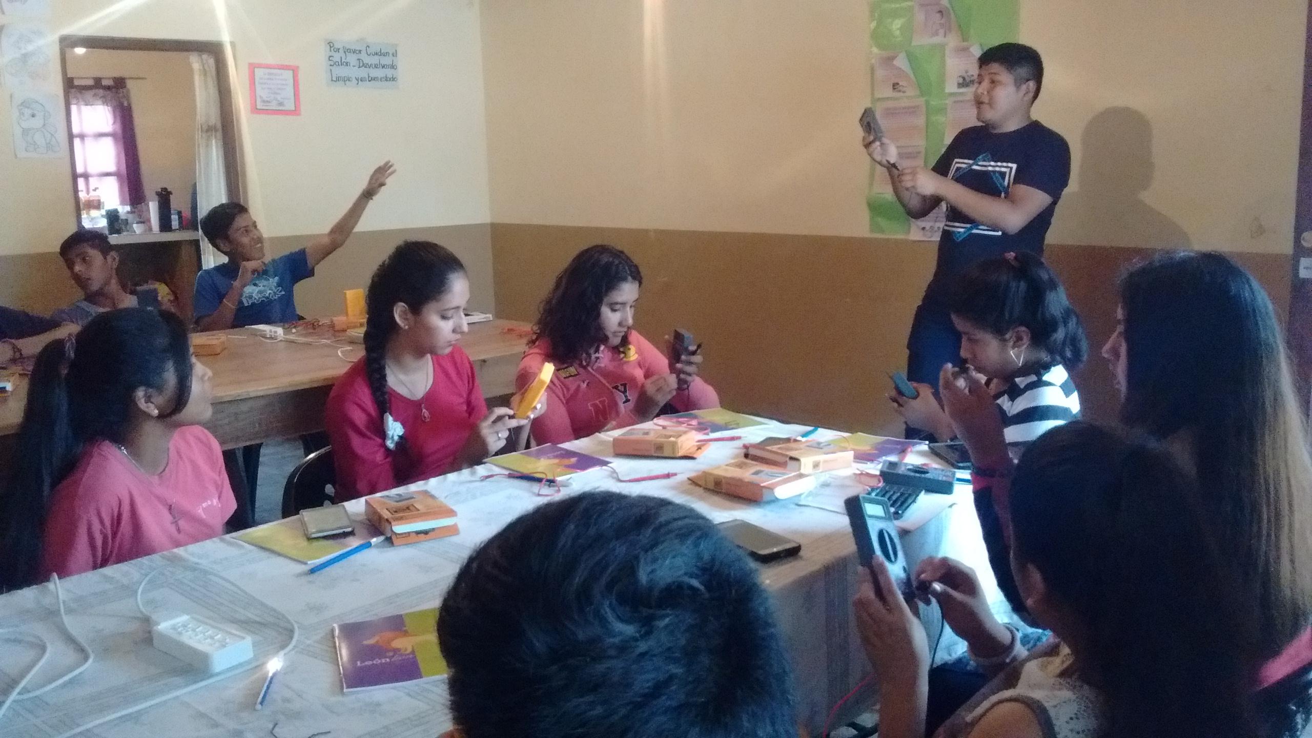 Jóvenes participan de actividades formativas y recreativas