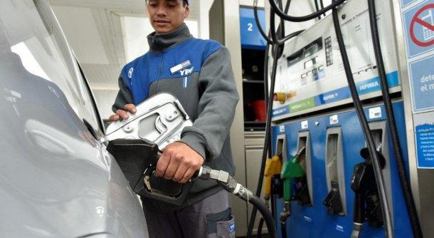 Advierten que en agosto YPF volverá a subir sus naftas