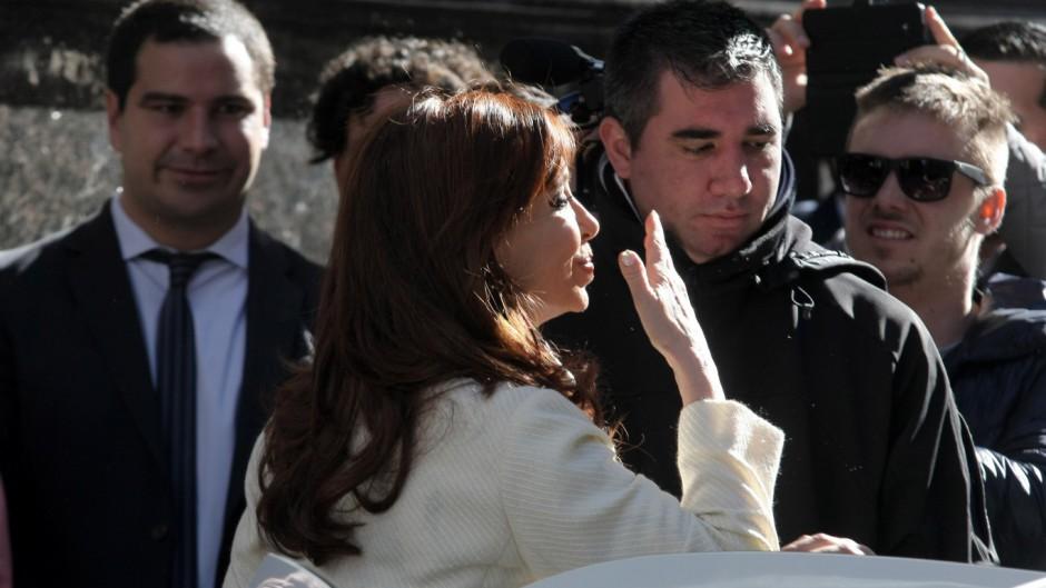 El kirchnerismo cree que llegó el momento de tensionar la economía para cortar la recuperación de Macri