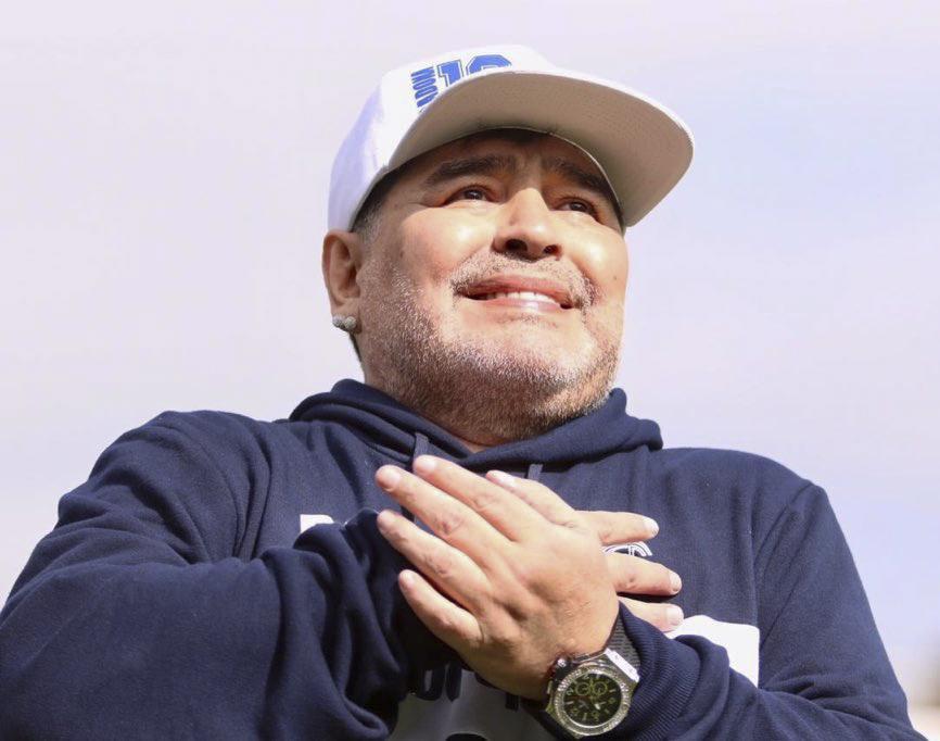 Maradona en Gimnasia: «Cuando salí a la cancha me sentí en el cielo, me iba a reventar el corazón»