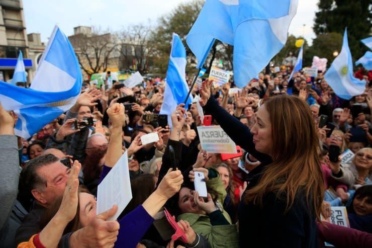 Multitudinaria marcha en apoyo a María Eugenia Vidal en Morón: «Es el mejor regalo de cumpleaños»