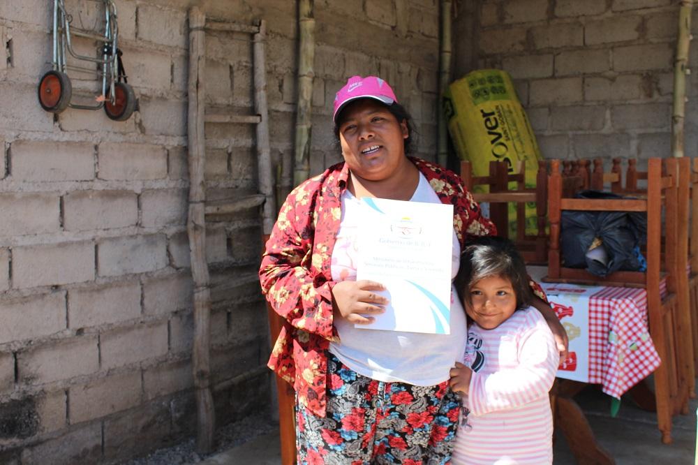 Entrega de materiales en Monterrico y Caimancito