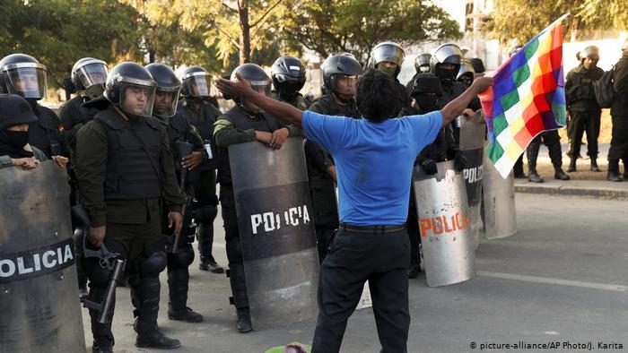 Bolivia deroga decreto que daba inmunidad penal a fuerzas del orden