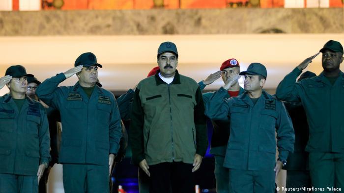 Militares venezolanos salen tras casi 8 meses de la embajada de Panamá en Caracas