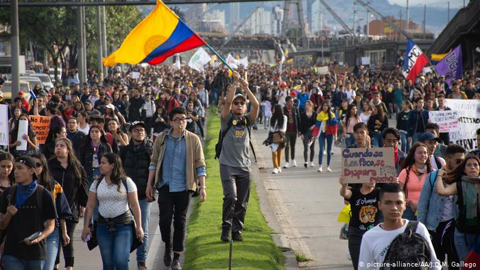 Gobierno colombiano acepta diálogo directo con Comité de Paro