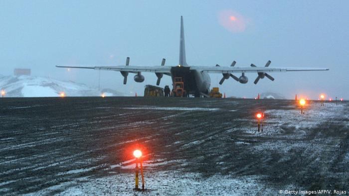 Encuentran restos de avión militar desaparecido al sur de Chile