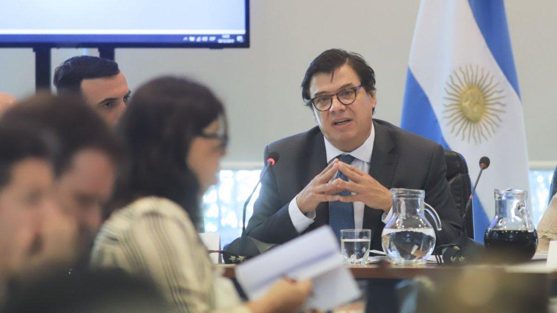 Gobierno define aumento para privados: oscilaría entre 6 y 9 mil pesos
