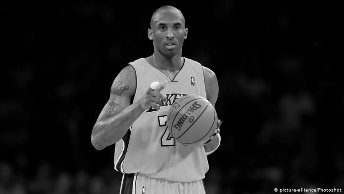 Exastro del básquetbol Kobe Bryant muere en accidente de helicóptero