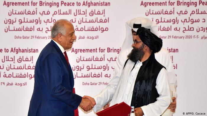 EE. UU. y talibanes firman histórico acuerdo para retirar tropas estadounidenses de Afganistán