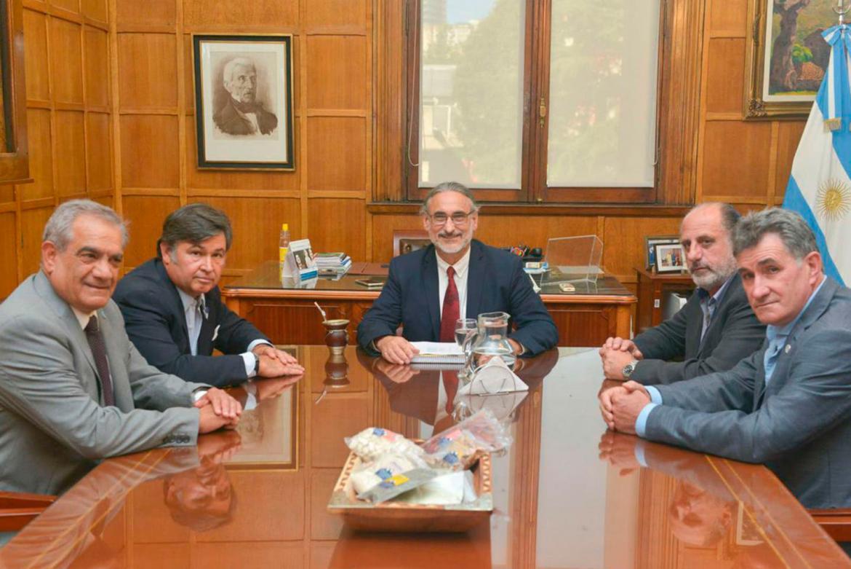 Reunión de Gobierno y Mesa de Enlace: confirman suba de 3% a retenciones a la soja