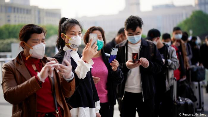 Coronavirus minuto a minuto: habitantes de Wuhan vuelven a las calles tras 11 semanas de cuarentena