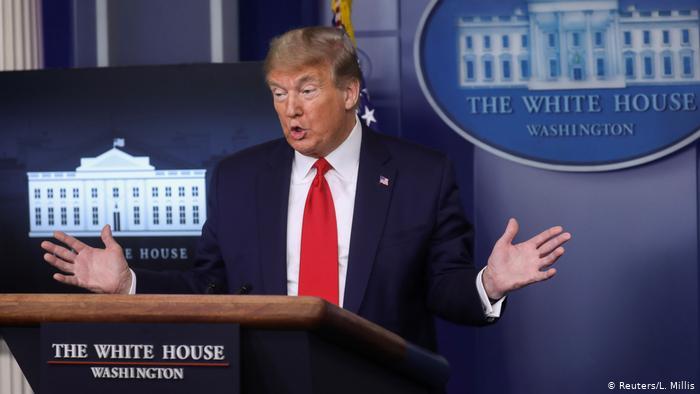 EE. UU.: Trump criticado porque su nombre aparece en cheques de ayuda