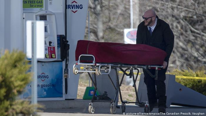 Un hombre mata a al menos 16 personas en el peor tiroteo en Canadá