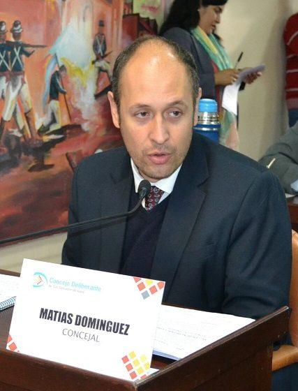 Domínguez  busca eximir del pago del canon a los canillitas